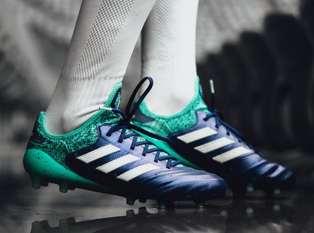 huge discount 8c4cd a8977 La scarpa più classica della linea adidas aggiunge un po  di carattere in  questa colorazione, soddisfacendo chi cerca il pellame, ma anche un look  non ...