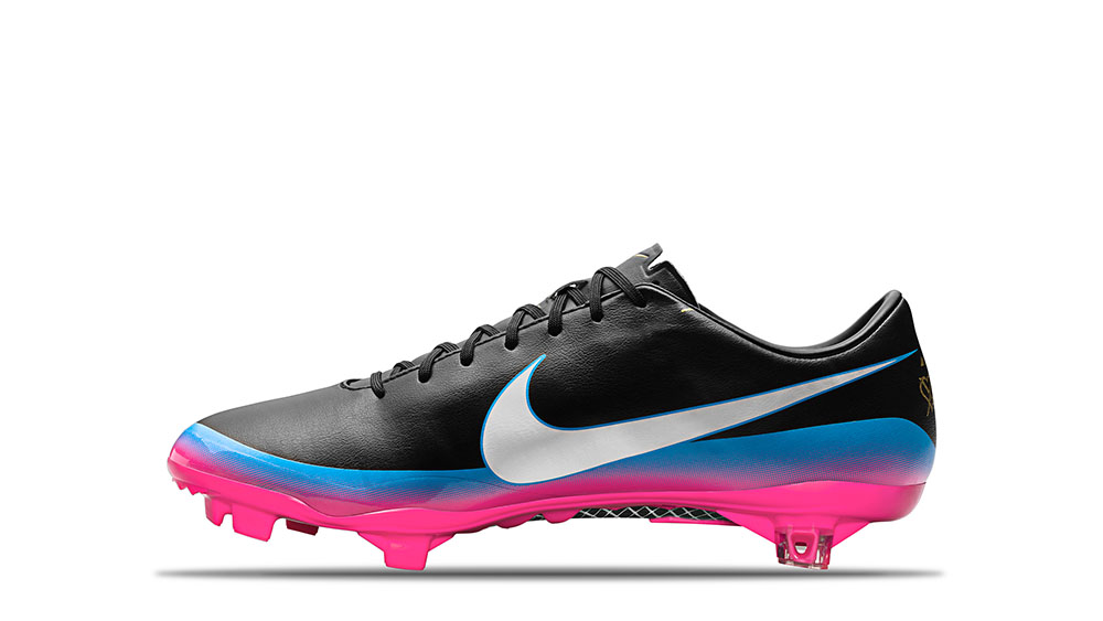 2012_Mercurial_Vapor_8_CR7_Black_White_Blue_Glow_Pink_Flash_63709