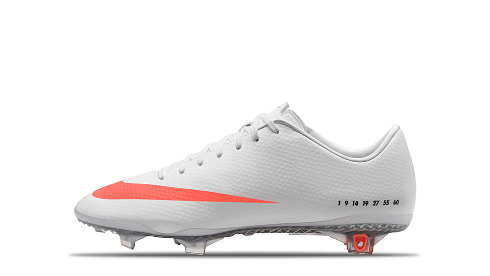 2013_CR7_SE_Mercurial_Vapor_9_White_Black_Total_Orange_63712